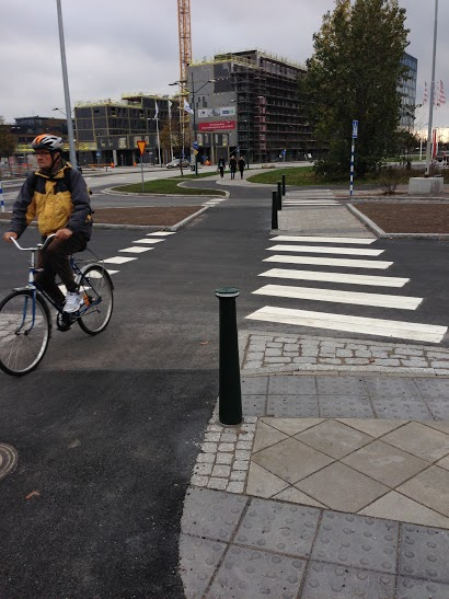 Crossing a side-road (Malmo, SE)